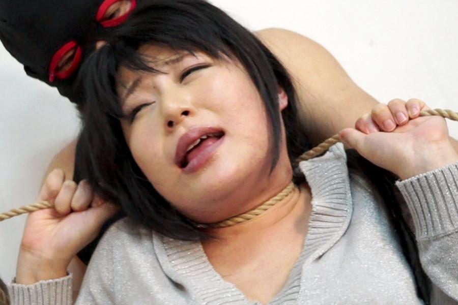 【投稿】生意気な女を首絞めリンチ2 サンプル画像06