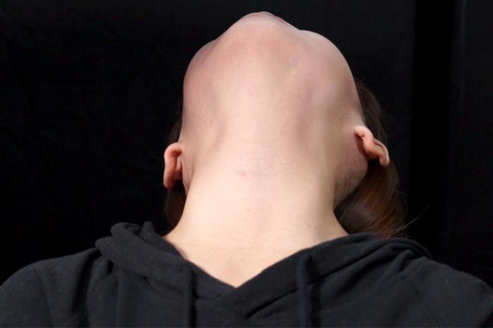 女性の首・喉・首絞め サンプル画像02