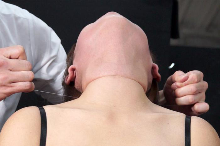 女性の首・喉・首絞め サンプル画像08