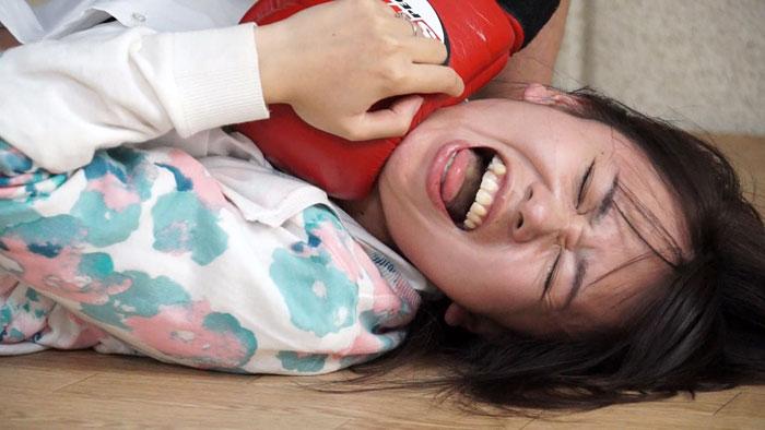 人妻腹パンチ 1 丘野さくらさん33歳に暴力をふるってみた サンプル画像04