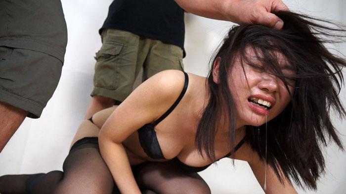 人妻腹パンチ 1 丘野さくらさん33歳に暴力をふるってみた サンプル画像09