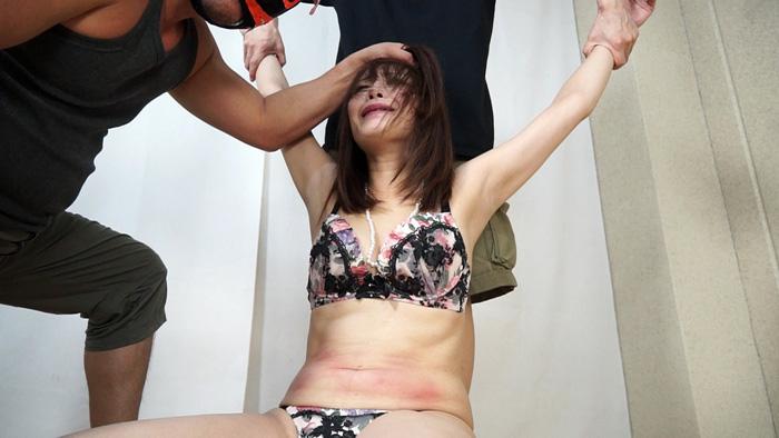 人妻腹パンチ 2 広瀬奈々美さん34歳に暴力をふるってみた サンプル画像08