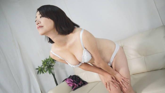 人妻腹パンチ 3 東堂さゆみさん46歳に暴力をふるってみた サンプル画像02