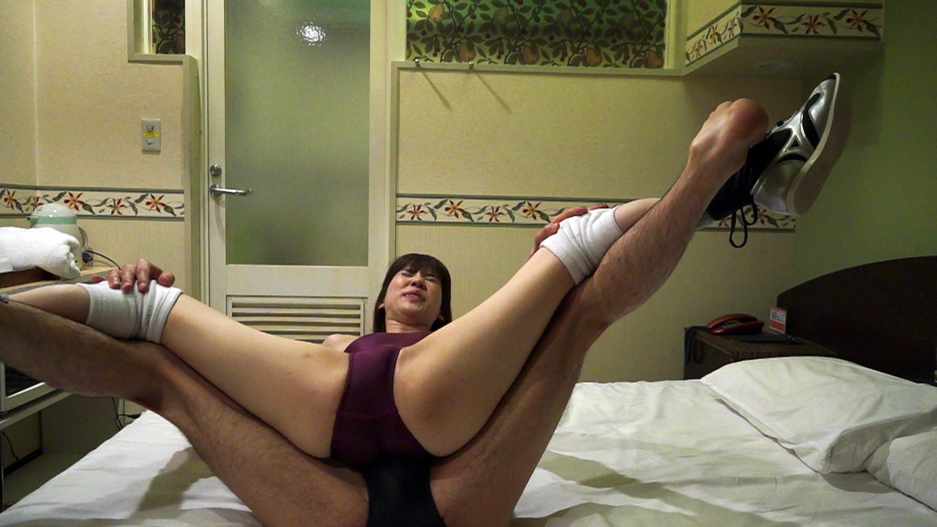 ホテルの部屋で女の子にプロレス技をかけてみた 7 サンプル画像02