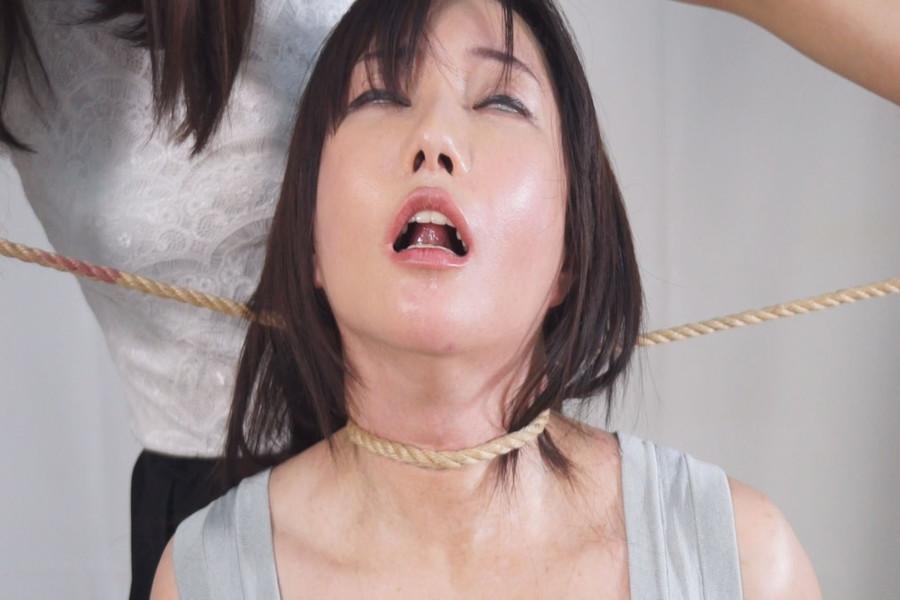 【700ptsOFF!】熟女同士の首絞めくらべ サンプル画像07