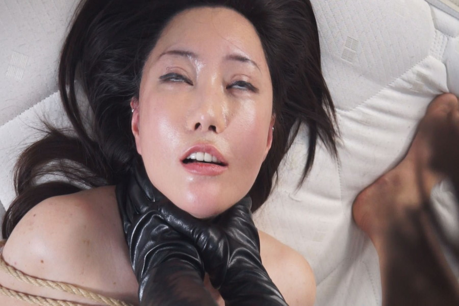 【700ptsOFF!】熟女同士の首絞めくらべ サンプル画像11