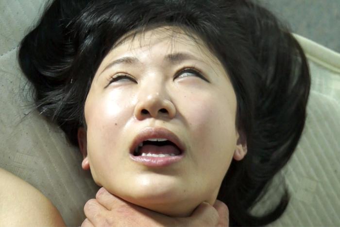 【700ptsOFF!】女を首絞め5 サンプル画像01