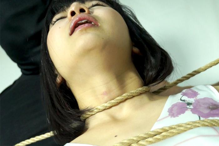 【700ptsOFF!】女を首絞め5 サンプル画像06