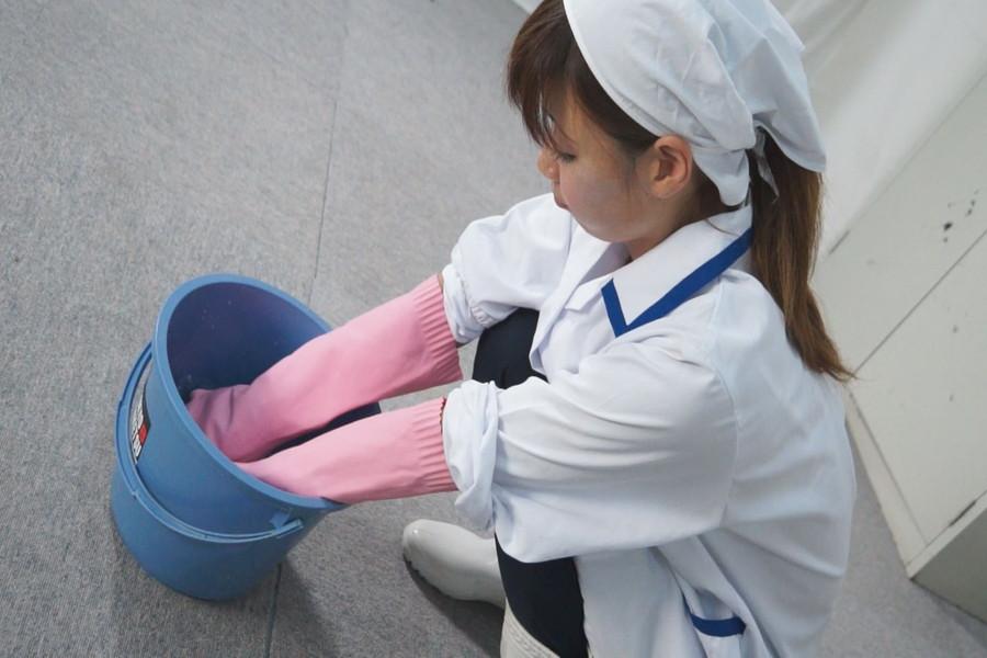 炊事用ゴム手袋のおばさん みなみ40歳 サンプル画像01