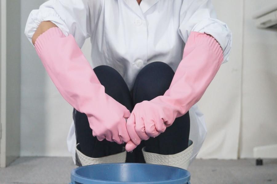炊事用ゴム手袋のおばさん みなみ40歳 サンプル画像03