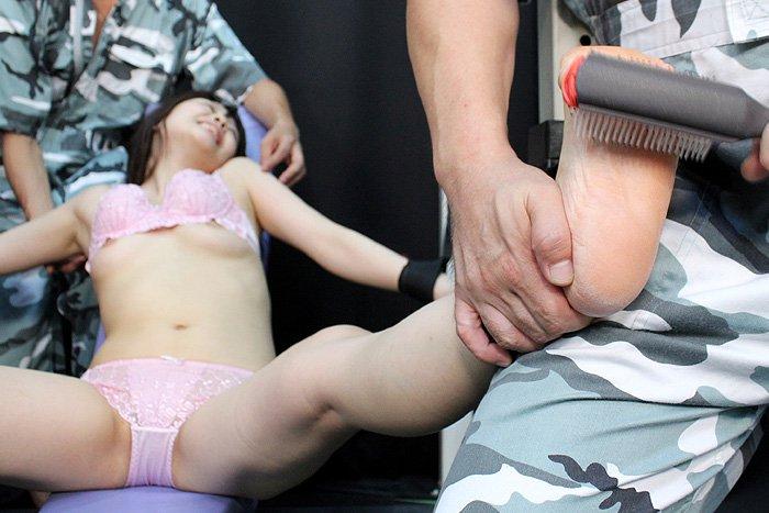 ウェンデル大佐の 拷問くすぐり! 8 サンプル画像10