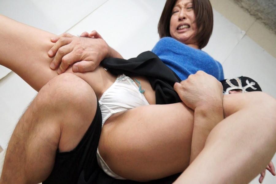 素人女性を強制股間責め調教6 サンプル画像02