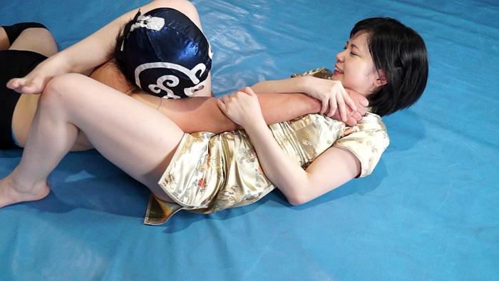 キャットファイト 女子レスラー 腕関節技 男対決