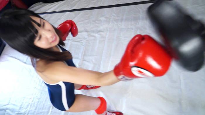 女子ボクシング 逢沢るる パンチミット スクール水着