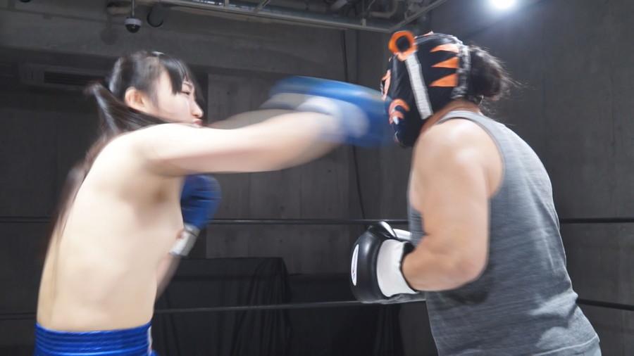 女子ボクシング 神楽アイネ  小川ひまり トップレスボクシング 美乳