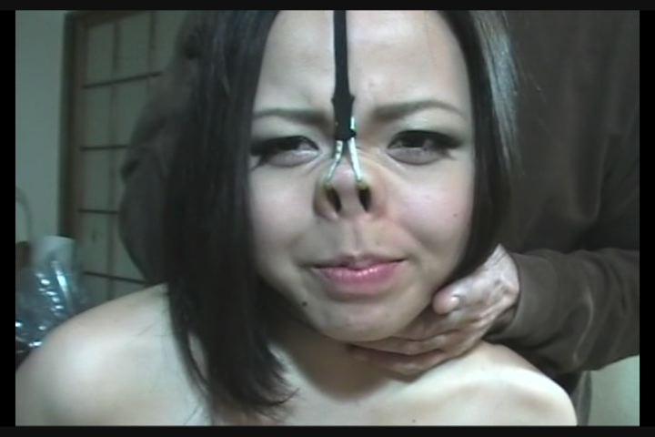 鼻吊り・顔責め